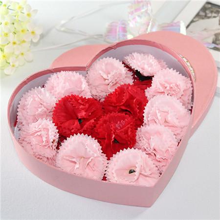 肥皂花:13朵红粉搭配康乃馨